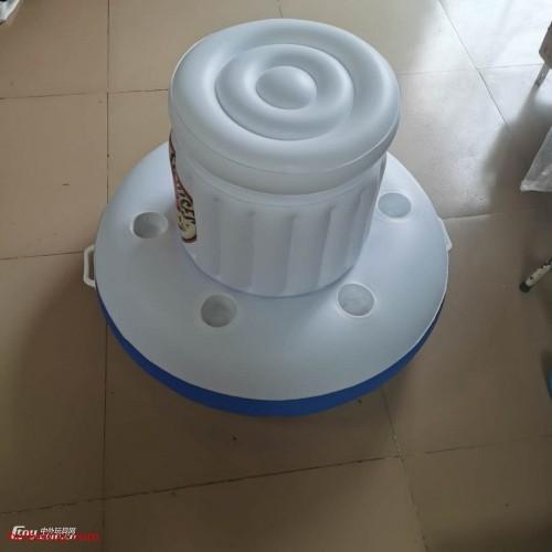 源头工厂定制pvc水上饮料冰桶成人浮排泳池派对洞杯充气广告桶